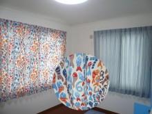 サカナと数字の柄のカーテン