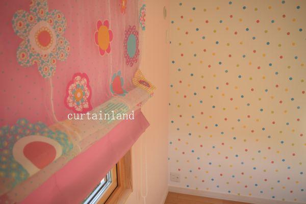 子供室シェードと壁紙