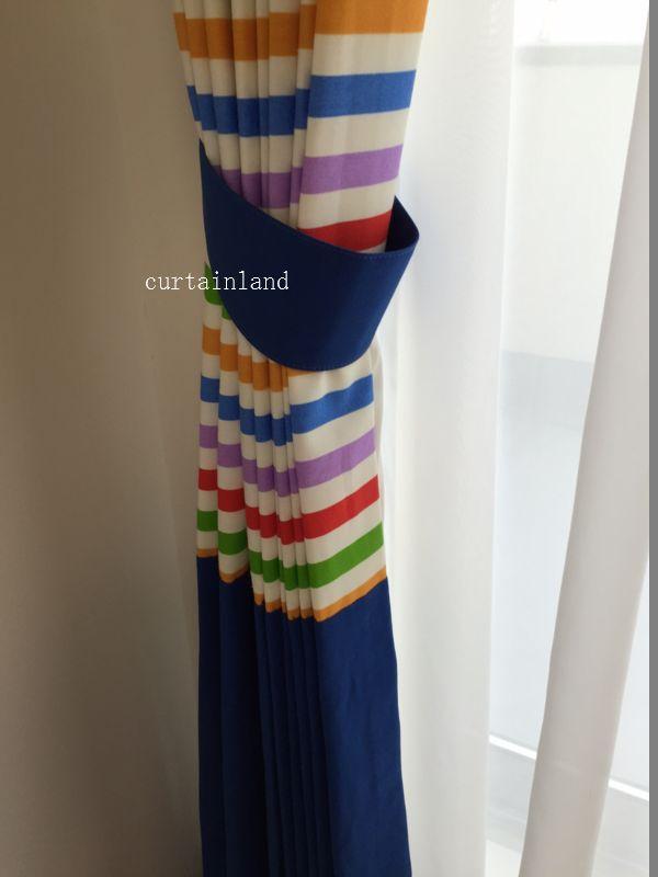 マルチボーダーとブルーのスタイルカーテン