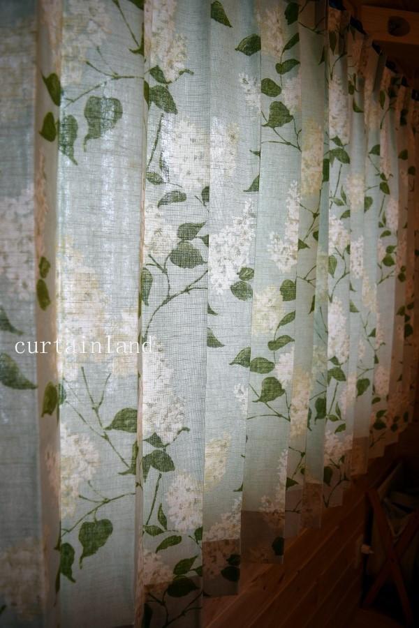 花柄カーテン接写