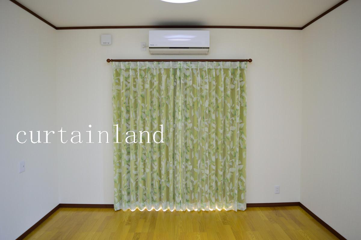 グリーンの遮光カーテン閉