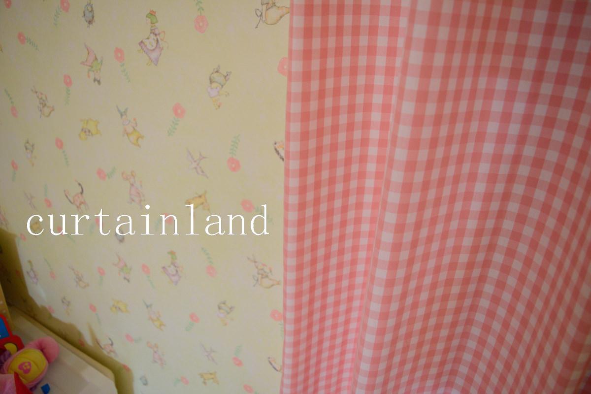 子供室壁紙とカーテンピンク