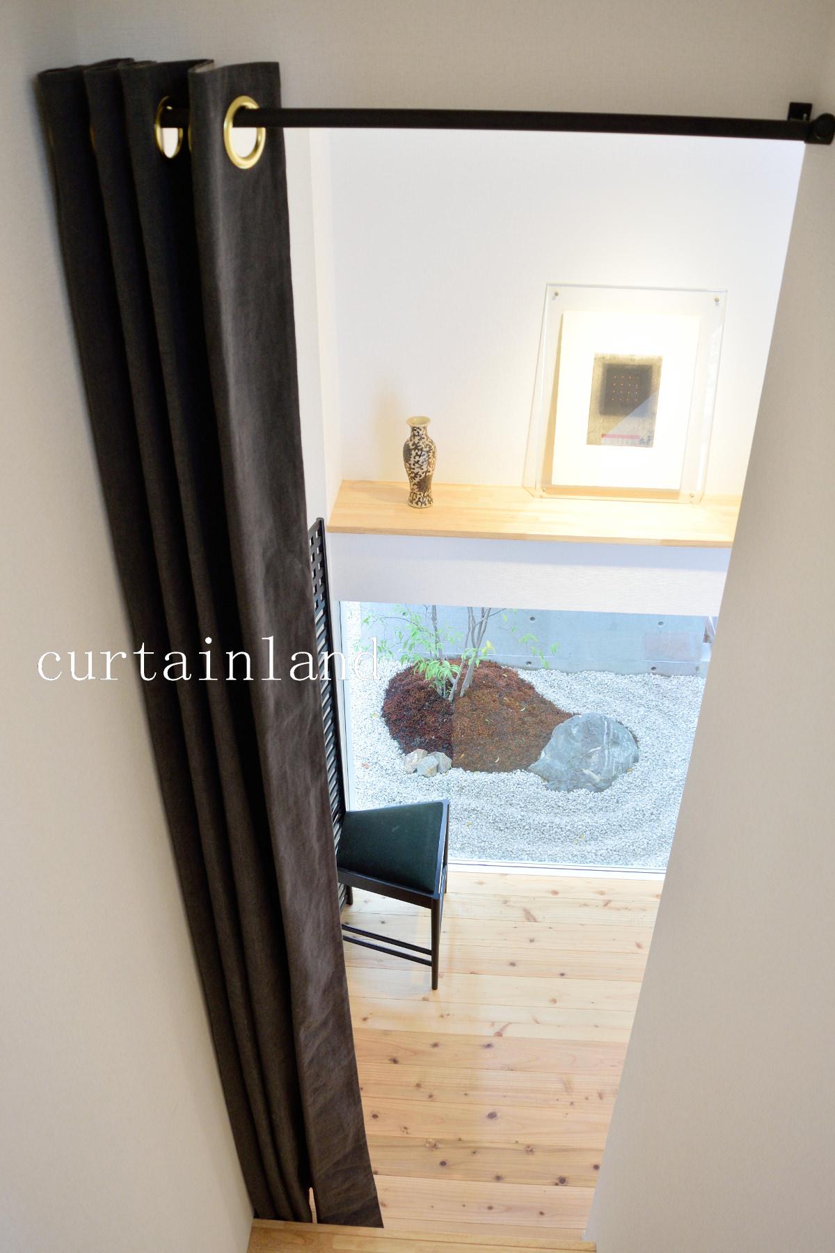 間仕切りカーテン階段側から見る