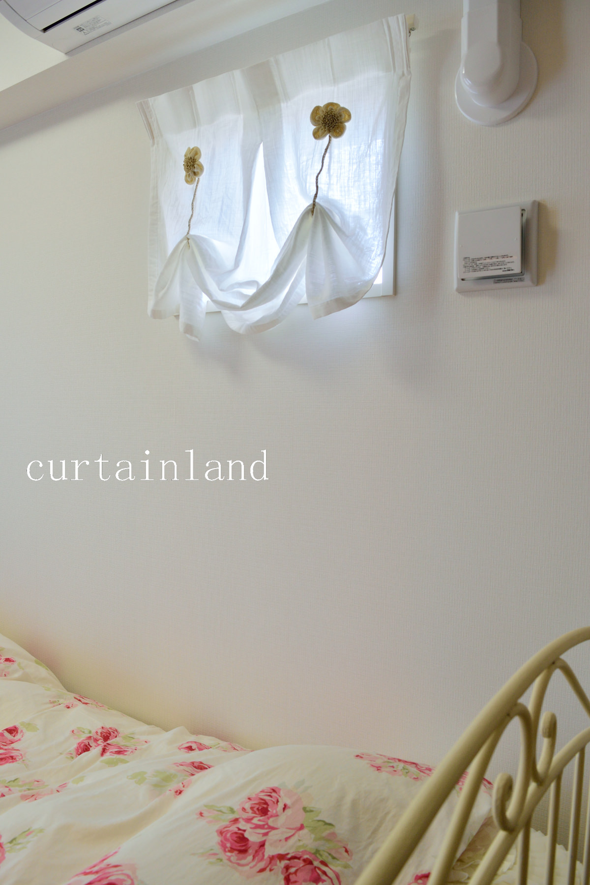 小窓デザインカーテン