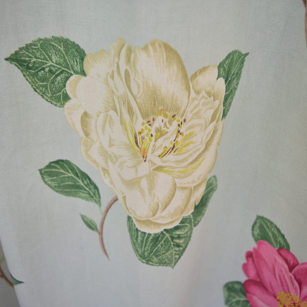 白い花柄カーテン