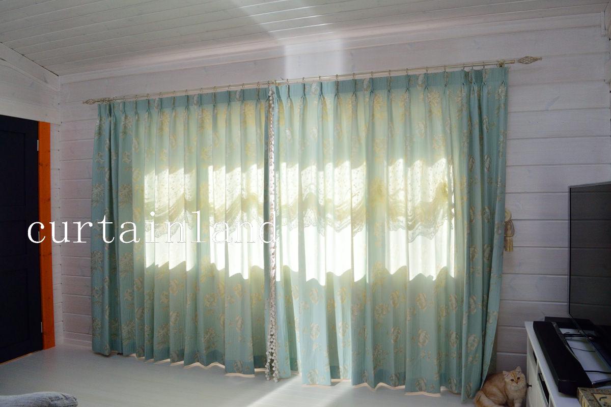 ログハウスにグリーンのカーテン