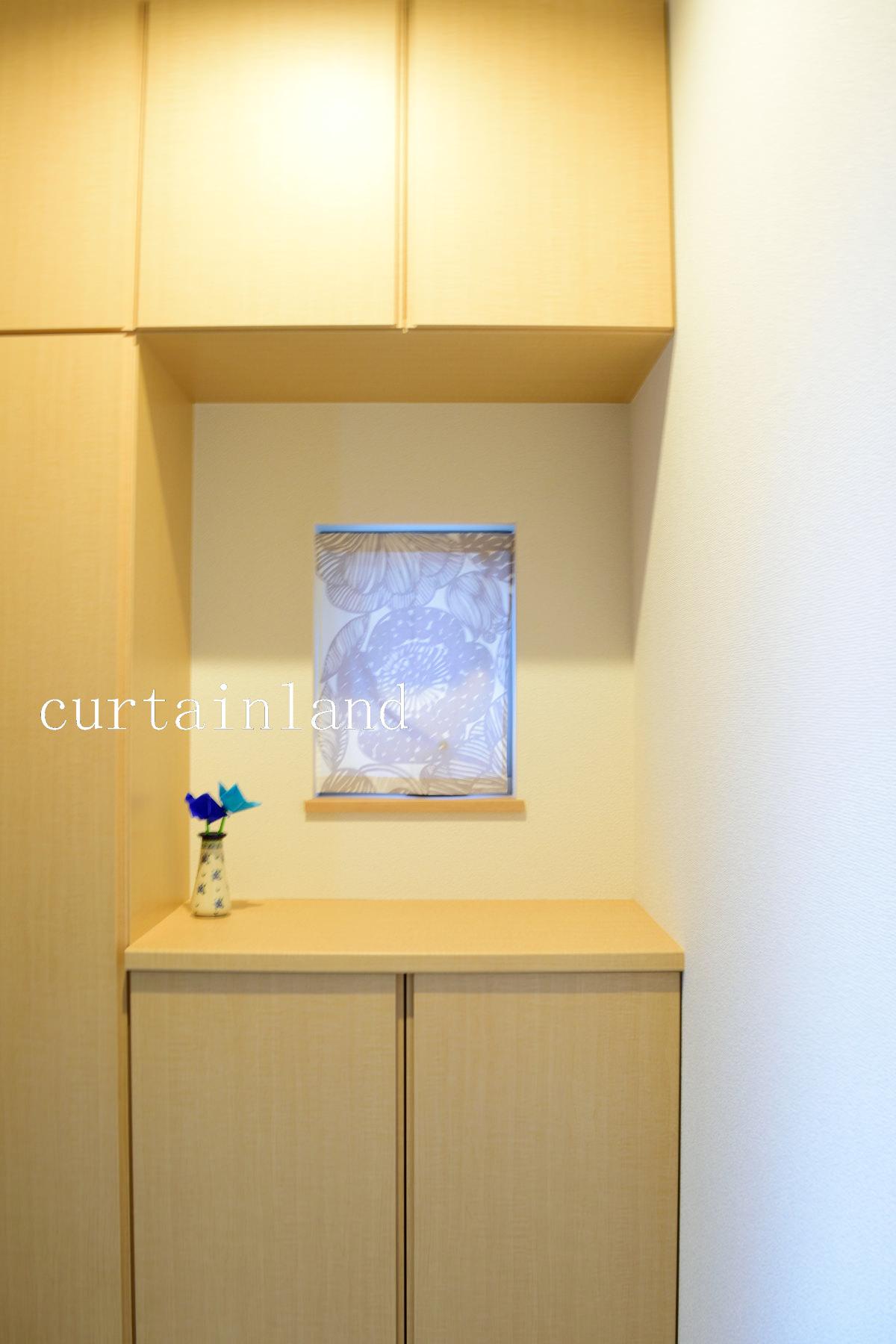 玄関の小窓にカーテン
