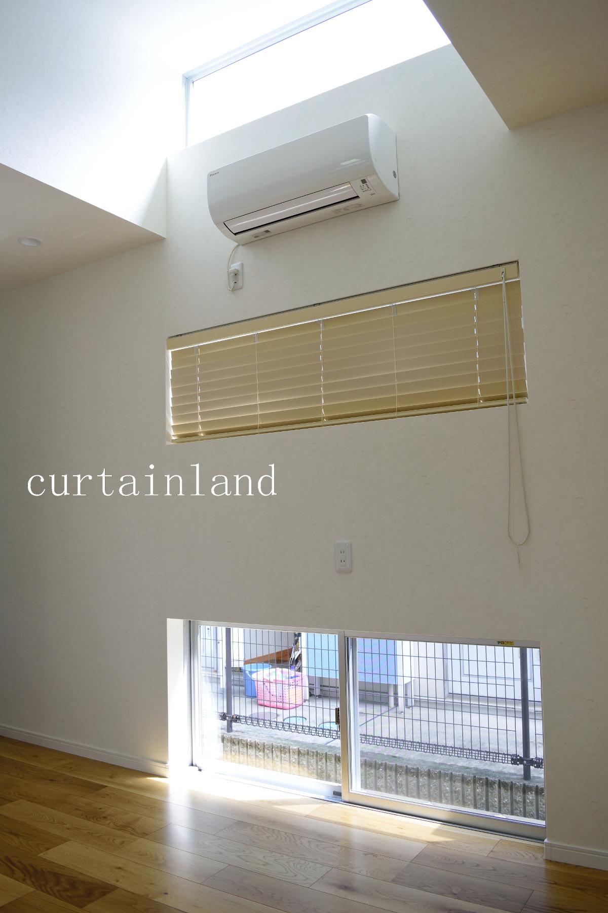 3段横長窓