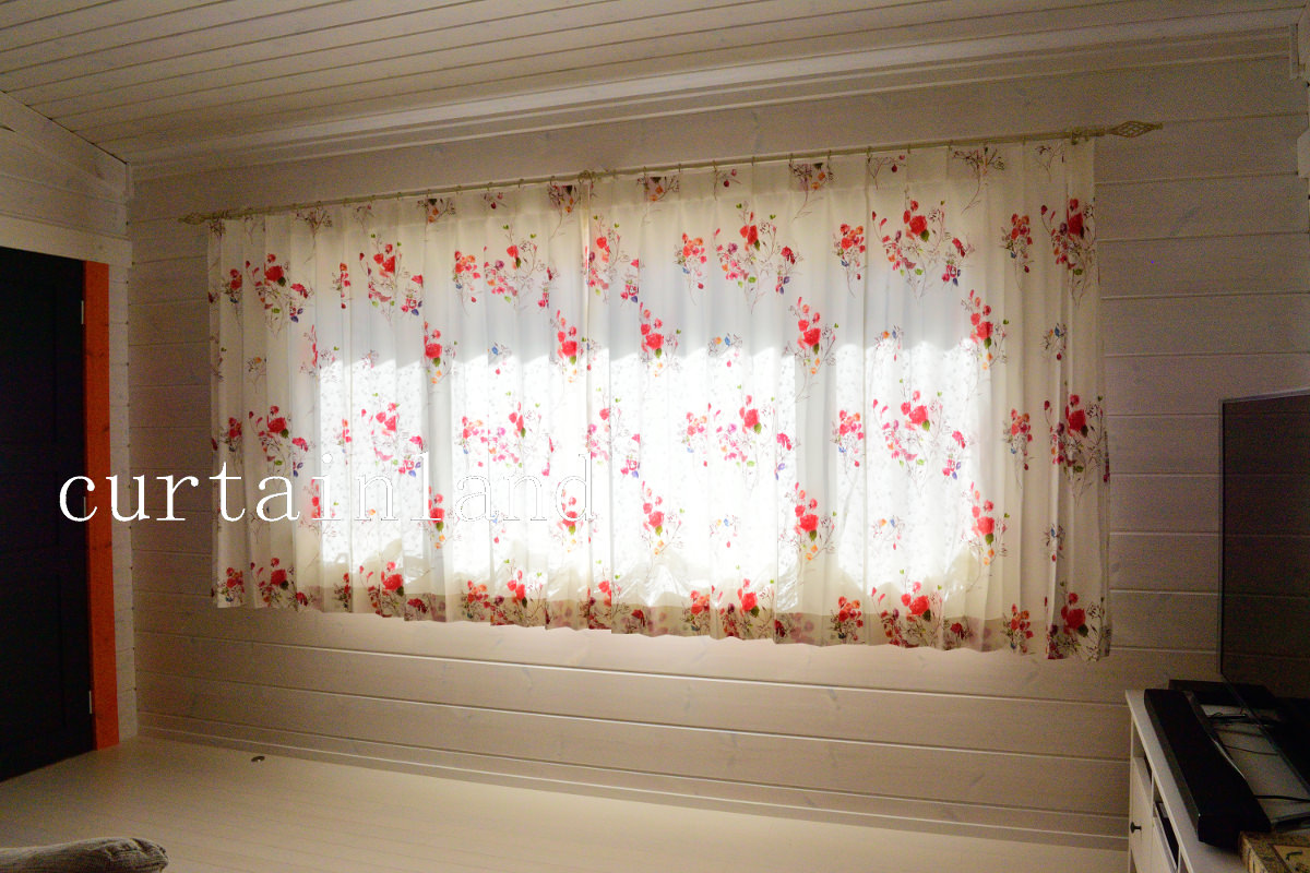 春夏用の花柄プリントカーテン