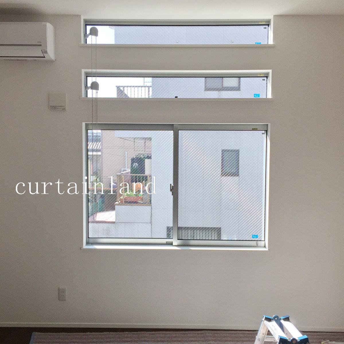横長窓と腰高窓のリビング