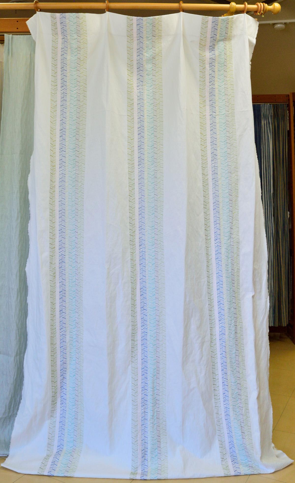 バックステッチ刺繍カーテン