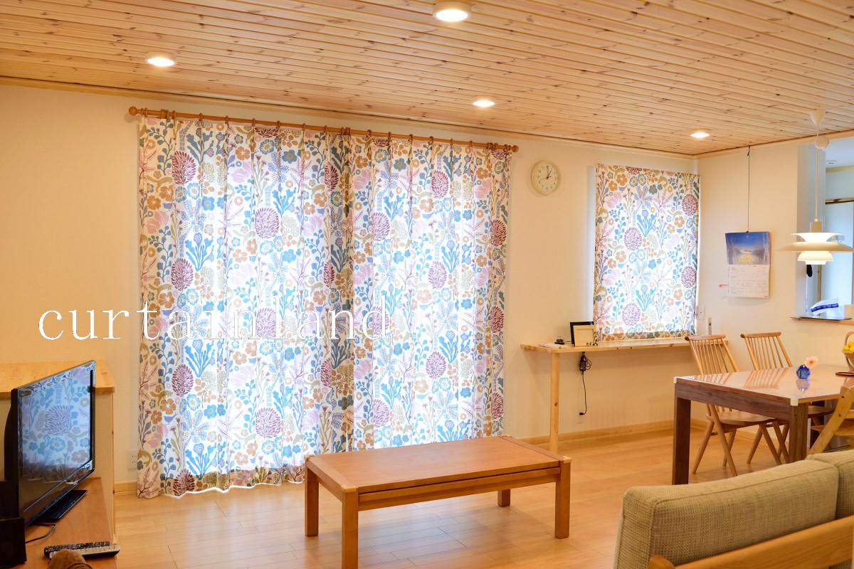 スウェーデンハウスリビングカーテン