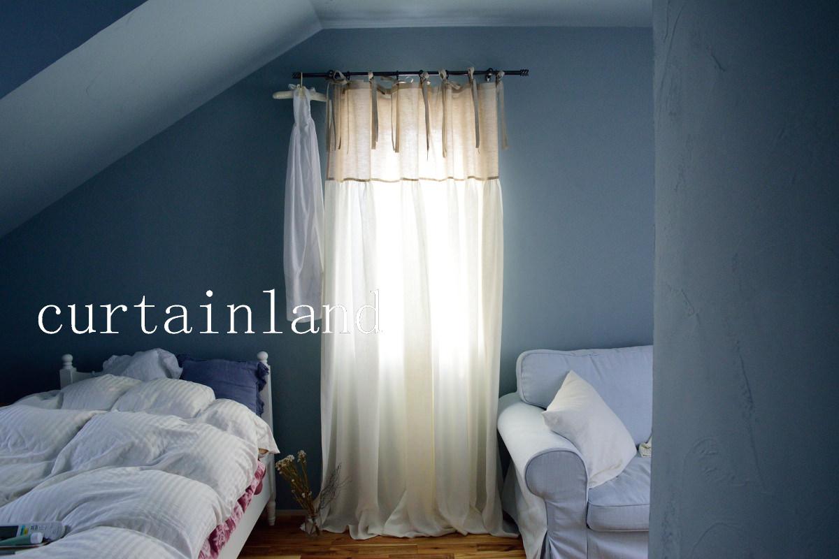 ブルーの漆喰壁の寝室