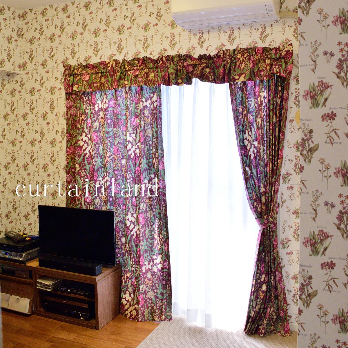 花柄の壁紙に花柄のプリントカーテン