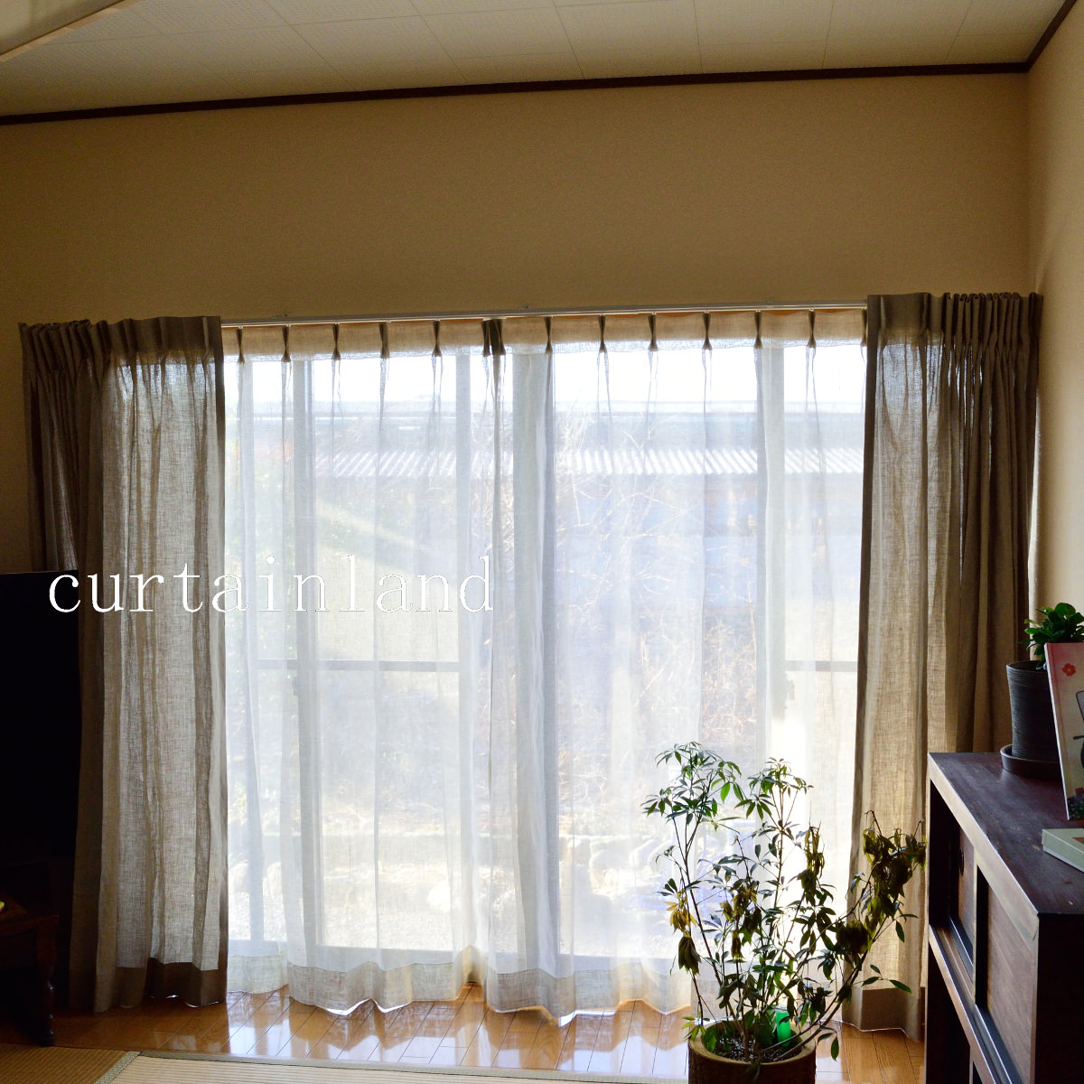 グレーのリネンカーテン