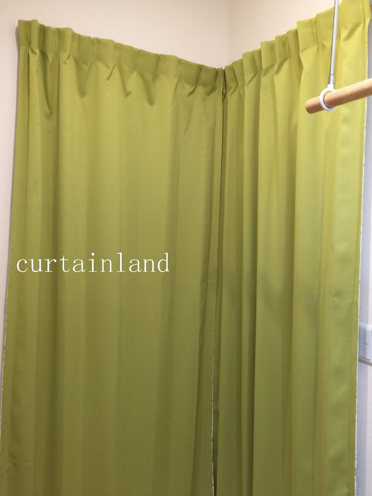 クローゼット側はグリーンの無地カーテン