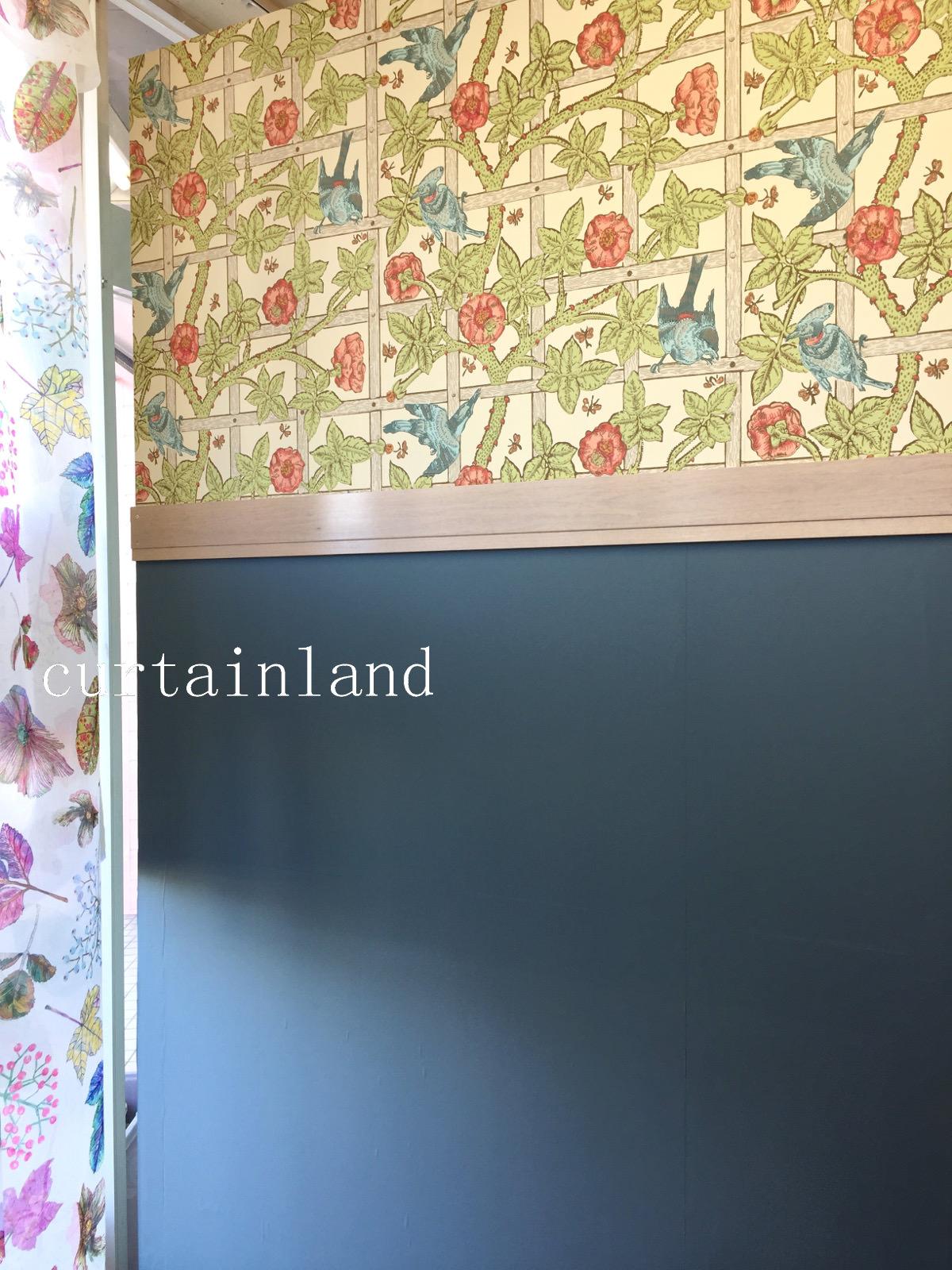 壁紙トレリスとモリスブルーのバイカラーコーデ