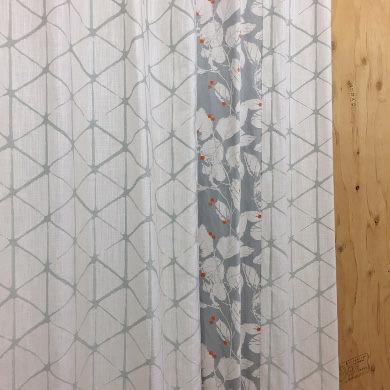 アシンメトリーデザインラインカーテン