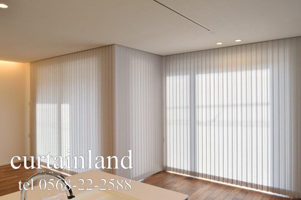 縦型ブラインドコーナー窓仕様のクランク窓