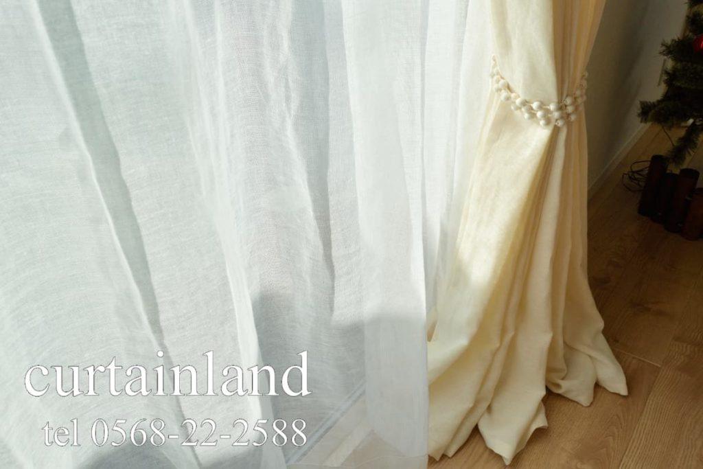 ホワイトのリネンレースカーテン