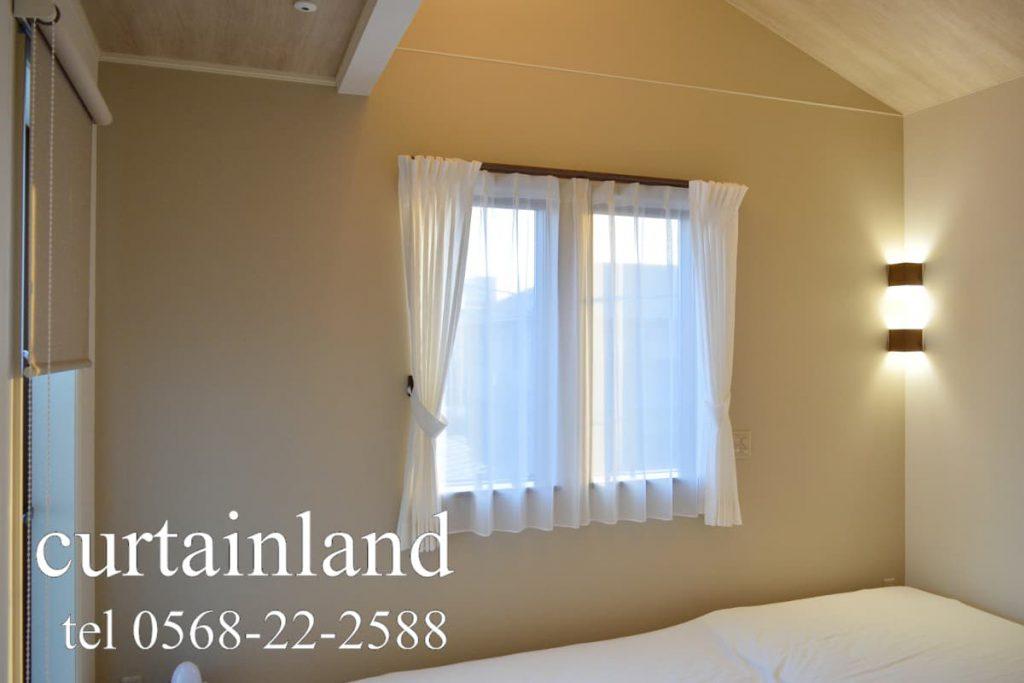 寝室にホワイトのコットンカーテン