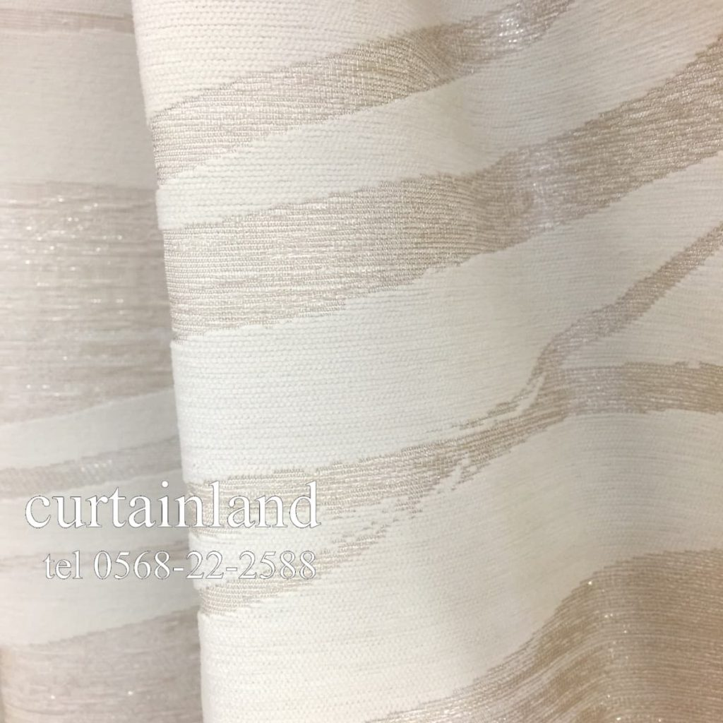 糸のきらめきが瑞々しさを表現した織物カーテン