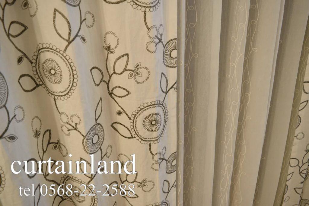 アンティークレースのような刺繍カーテン