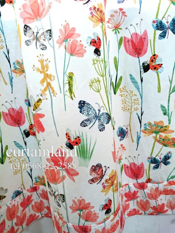 イギリス製 オリジナルスタイルのお花畑と虫たちのカーテン
