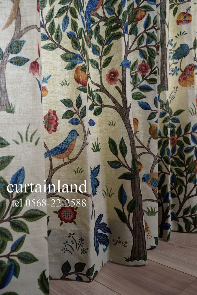 ケルムスコットツリーの木がキレイに入ったカーテン