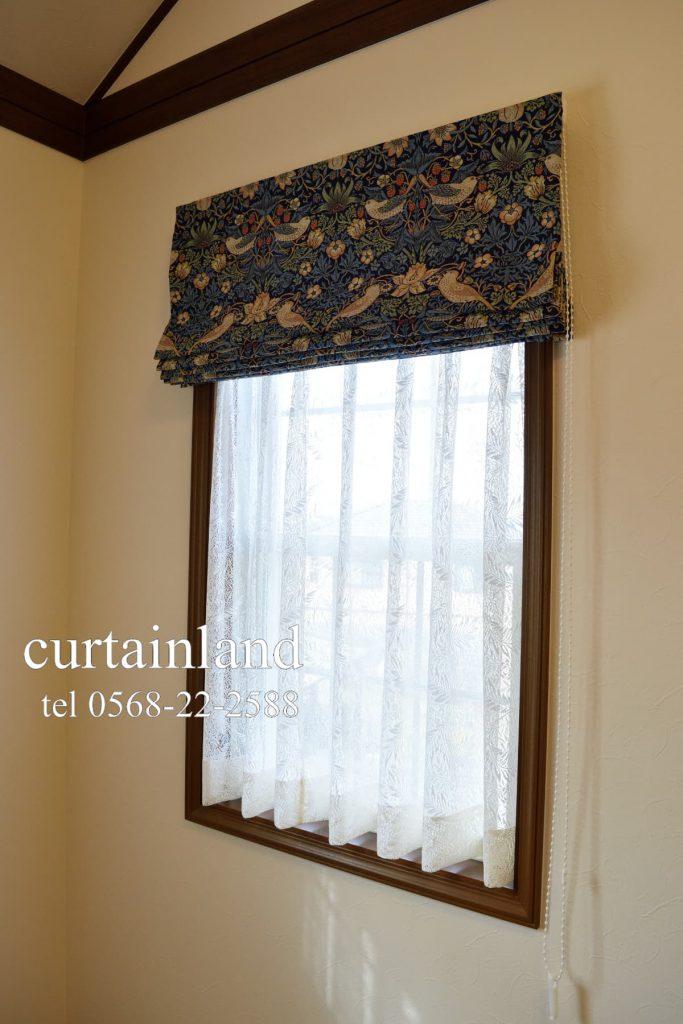 いちごどろぼう&ウィローボウの窓の接写