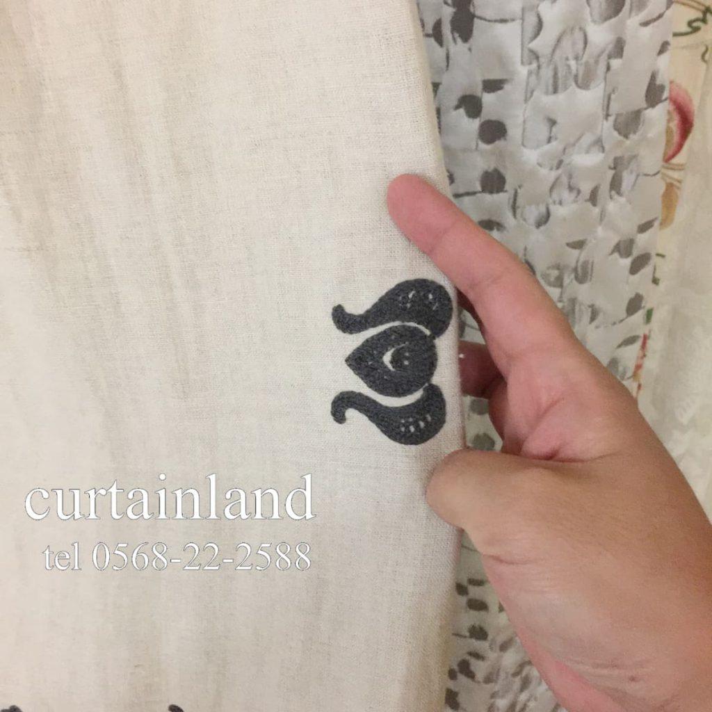 耳を折り返して縫うカーテンの場合