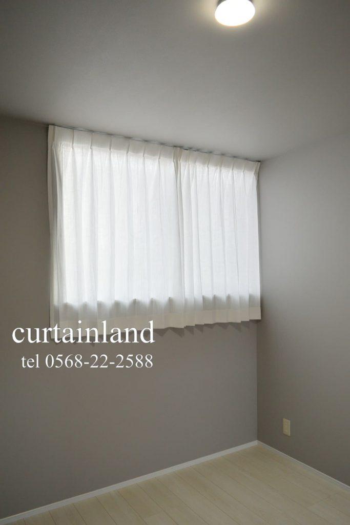 寝室にコットンのシンプルカーテン