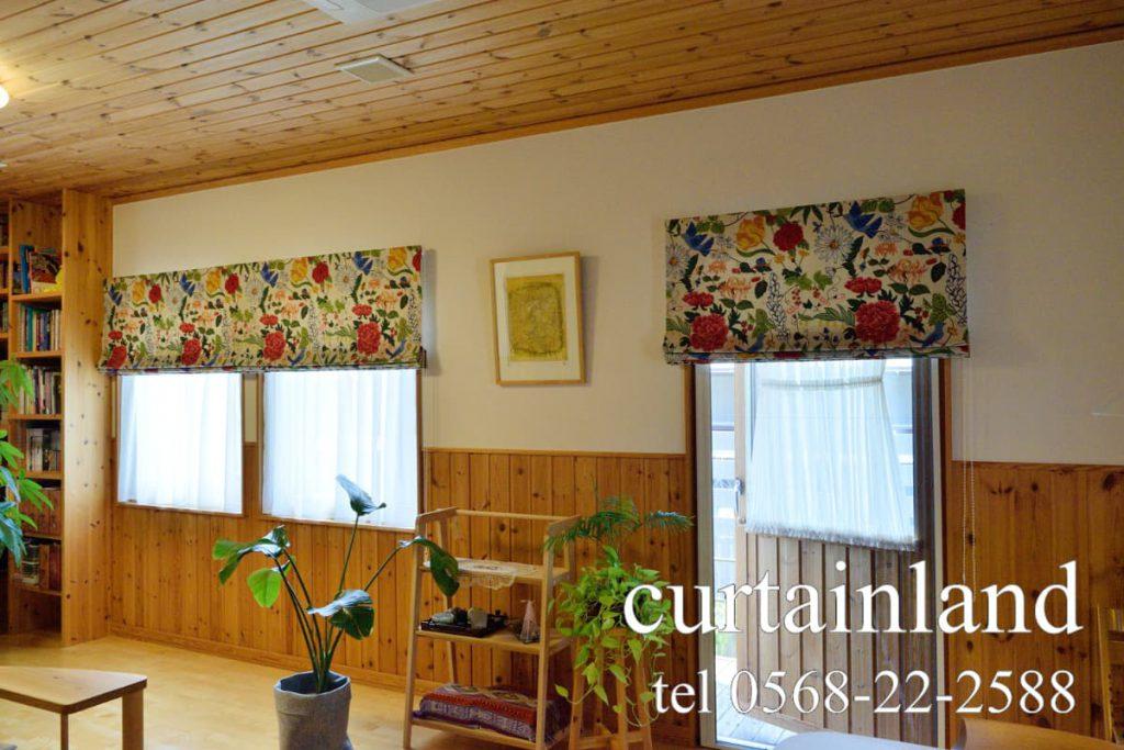 スウェーデンハウスの腰高窓とドアのレースカーテンはカフェカーテンでコーディネート