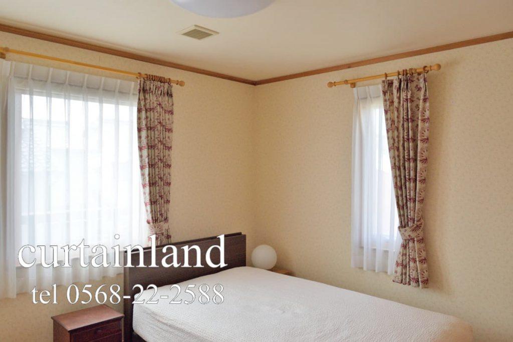 スウェーデンハウスの寝室にウィリアム・モリスのカーテン